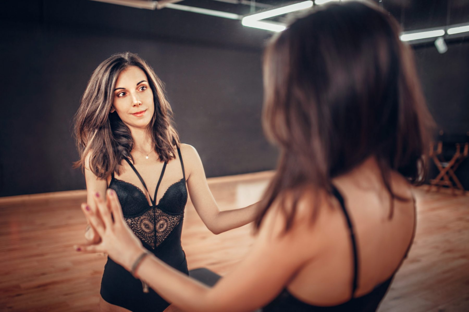 Rosi by the mirror